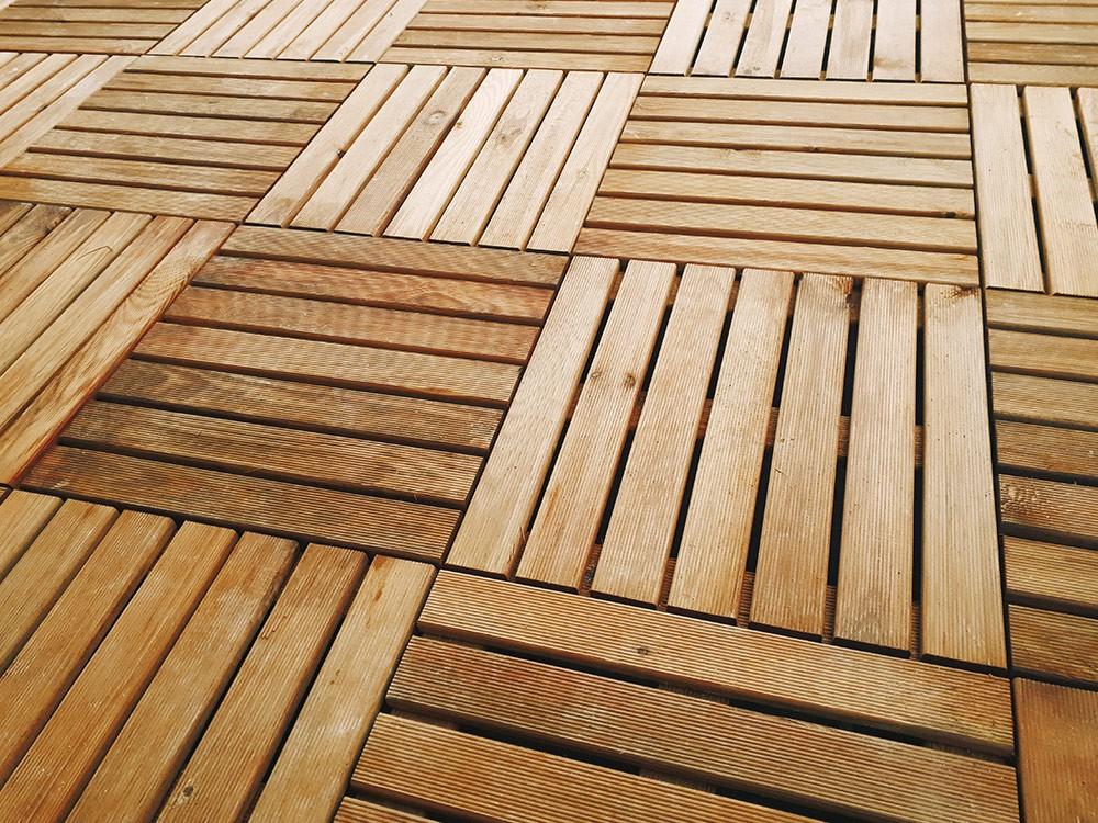 Pose en damier des dalles bois pour un rendu dynamique DURAPIN Vivre En Bois
