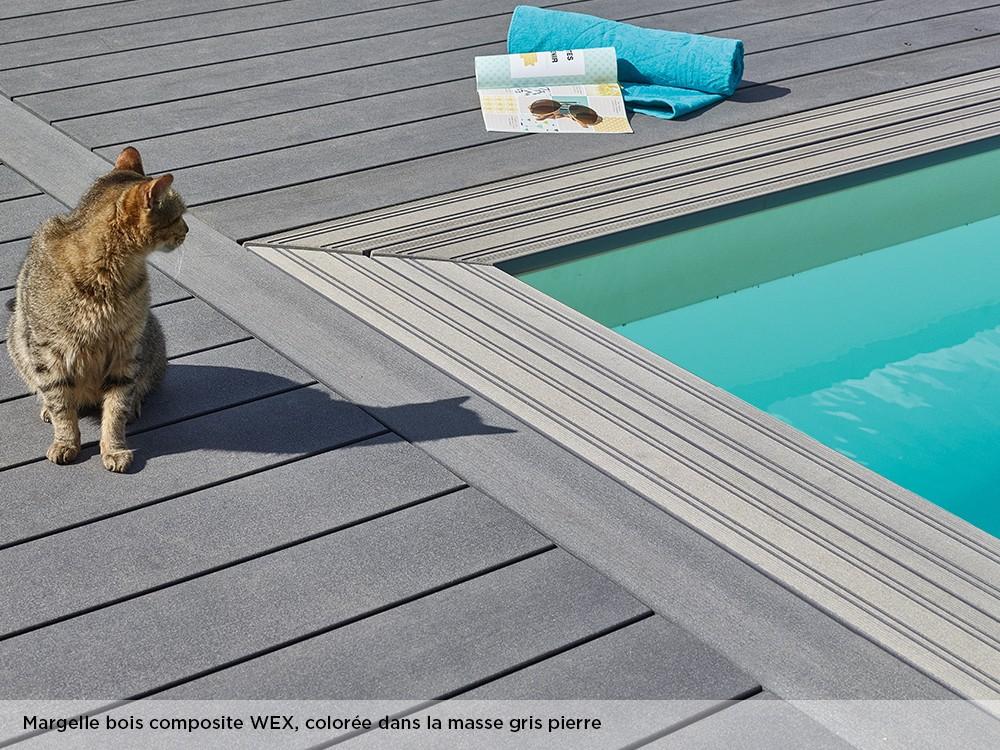 Margelle bois composite WEX, colorée dans la masse gris pierre pour la piscine Maéva rectangle 600 de Piveteaubois Vivre En Bois