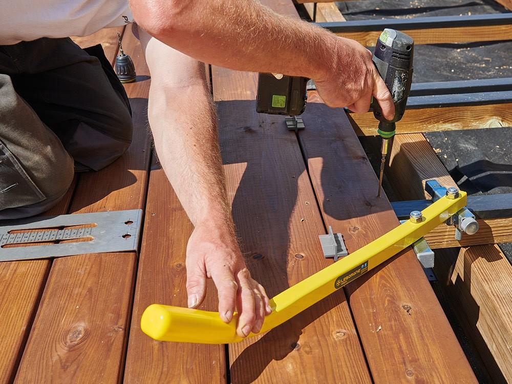 Utilisation des espaceurs de lame lors de la pose d'une terrasse bois Vivre En Bois