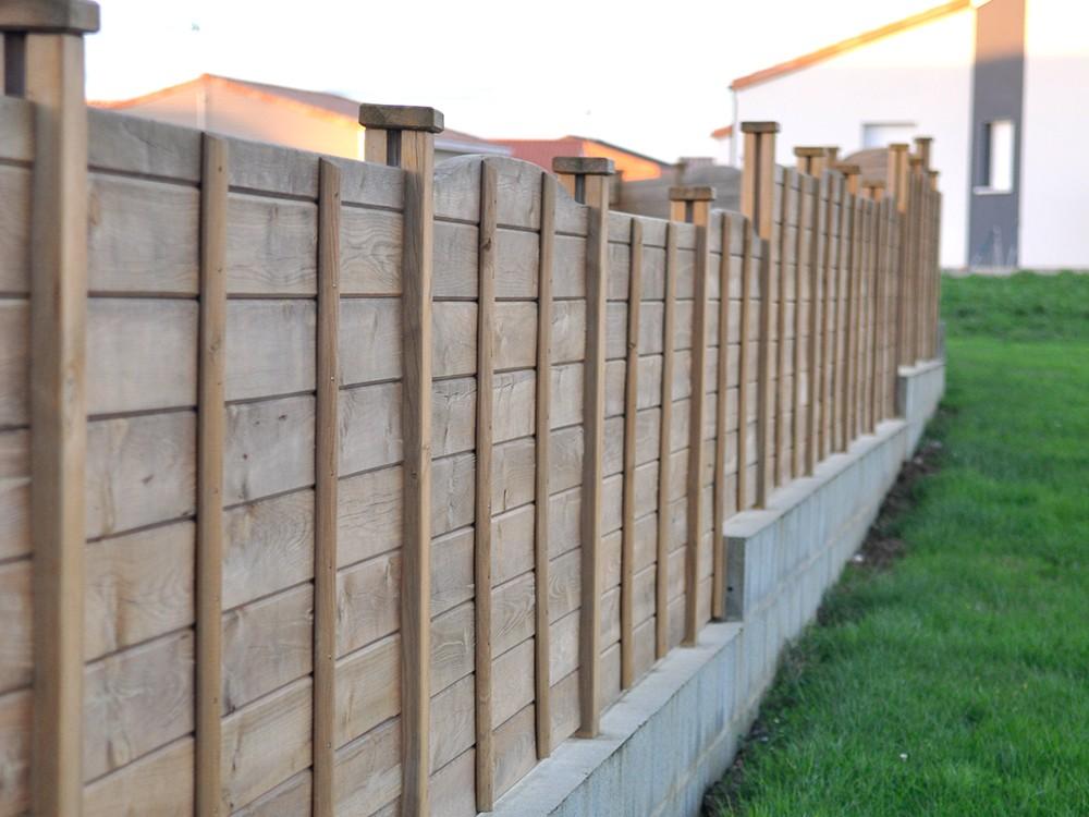 <p>Empilez les lames en bois pour obtenir la hauteur voulue.Imprégnation grise possible sur certaines références.</p>