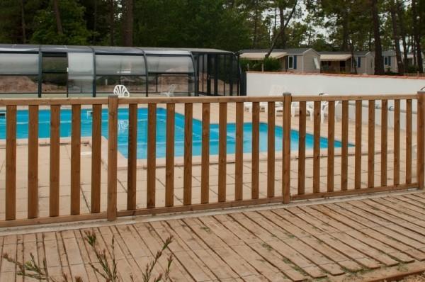 Clôture en bois Donégal pour sécuriser l'accès à la piscine