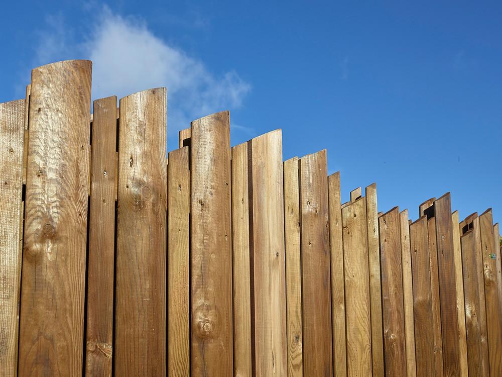 Extrémités biseautées palissade bois Samba en Pin classe d'emploi 4 technologie DURAPIN marque PIVETEAUBOIS