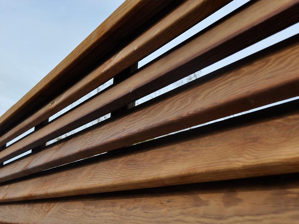 Zoom sur orientation lames en bois persiennées du panneaux Olympe Pin classe d'emploi 4 technologie DURAPIN marque PIVETEAUBOIS Vivre en Bois
