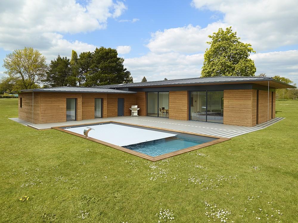 Margelle bois en Pin classe 4, finition saturée ambré pour la piscine Maéva rectangle 700 de Piveteaubois Vivre En Bois