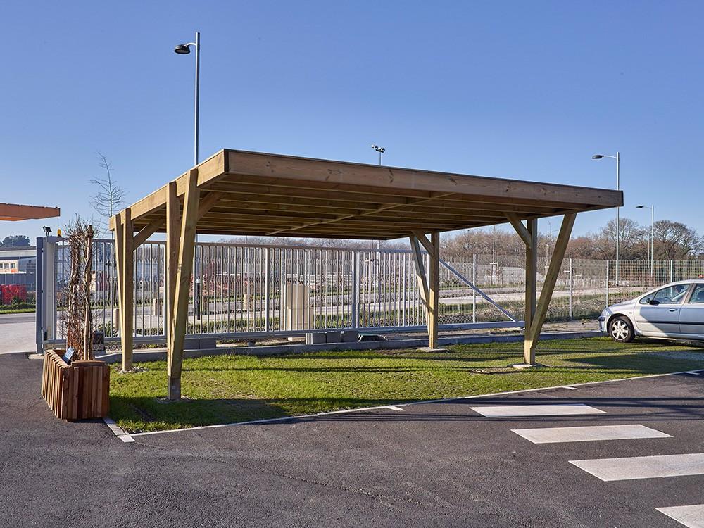 Carport à toit plat Viso 34 m² en Pin technologie DURAPIN marque Piveteaubois Vivre en Bois