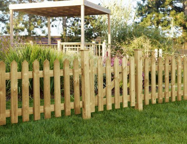 Clôture bois à lames plates en pointe